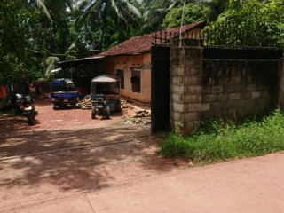 Land with house for sale.40perch.old house,Great as an investment