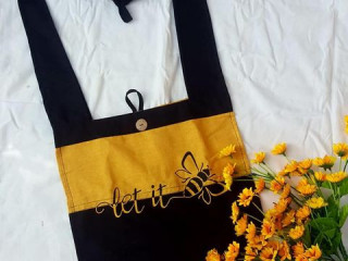 Hand painting linen bags made in sri lanka