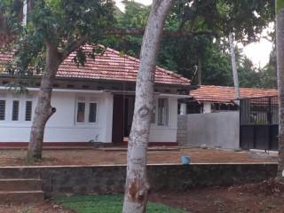 Veyangoda, marapola 4 bed room House for rent