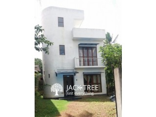 Two Story House for Sale in Battharamulla