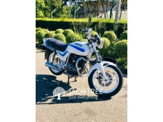Suzuki GNX 250E bike