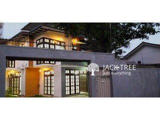 Luxury House at Palawaththa
